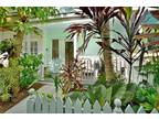 Key West Two BA, Cheerful Truman Annex townhouse with 2